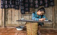 http://theguide.mediacdn.vn/thumb_w/630/2017/ms-sung-y-xia-is-drawing-on-the-hemp-fabric-2-1502092565166.jpg