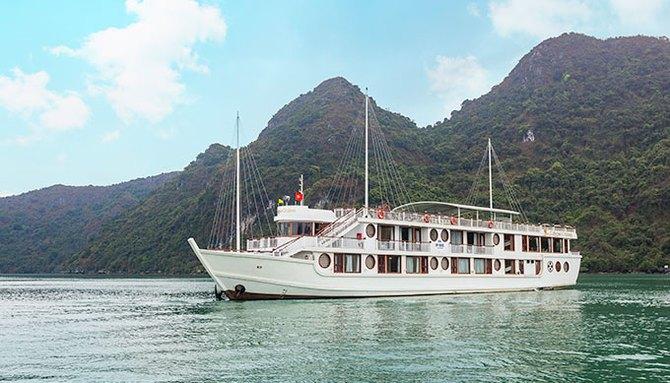Sweet honeymoon on Calypso Cruises