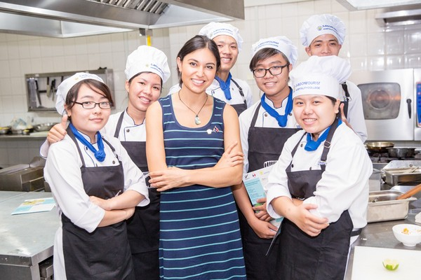 During the visit, she has conducted cooking demonstrations and tutorials for lecturers and students at the Saigon Tourist Cooking School in HCMC and the Hanoi Tourism School.